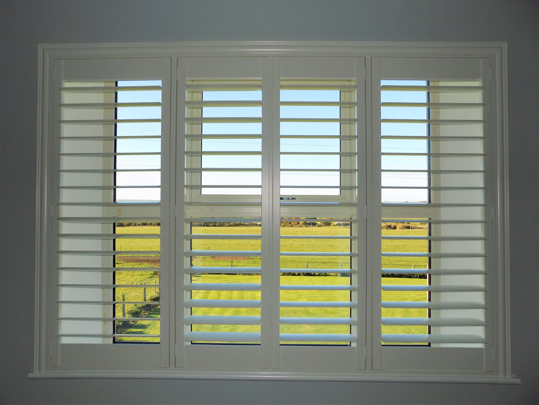 plantation_shutters_white_louvres